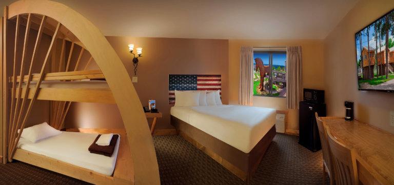 One Queen Room With Bunk Beds American Resort